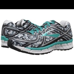 Brooks Adrenaline Running Shoe Size 8